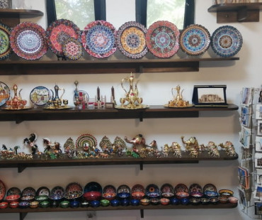 Al Hawamdeh For Oriental Antiques